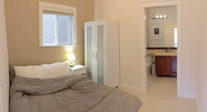 Clean Private Suite - 5 min Walk to Everything