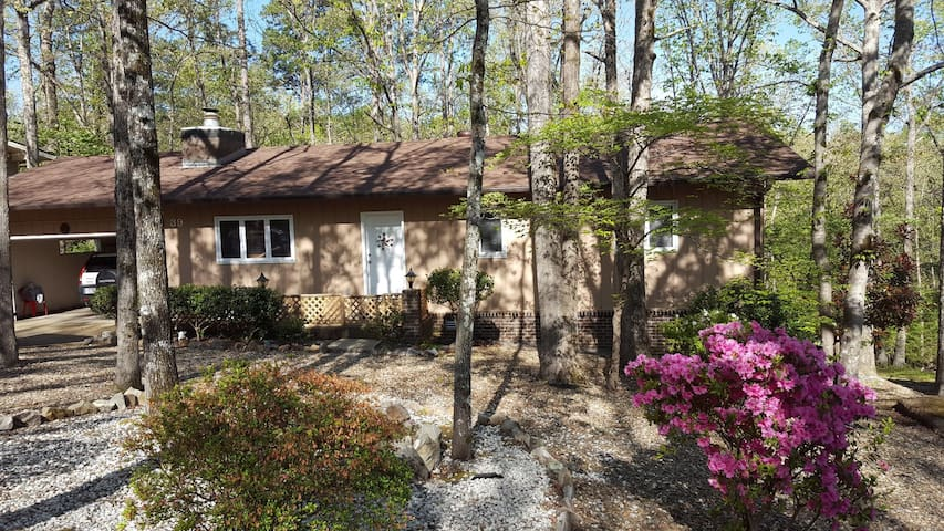11439 - 39 Cambre Circle - A nicely furnished one level home with garage near Lake Cortez in Hot Springs Village Lake and Golf Resort