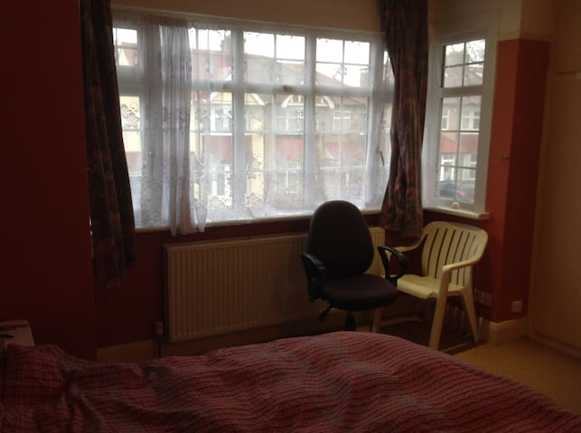 Spacius Double room let in North Harrow