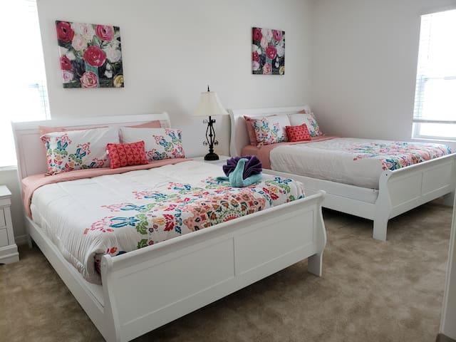 Bedroom 3 (Queen* 2)