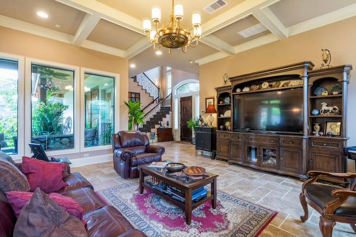 Luxurious private suite in elegant upscale home - Houston - Ev
