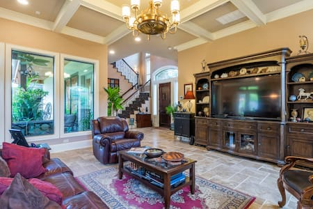 Luxurious private suite in elegant upscale home - Houston