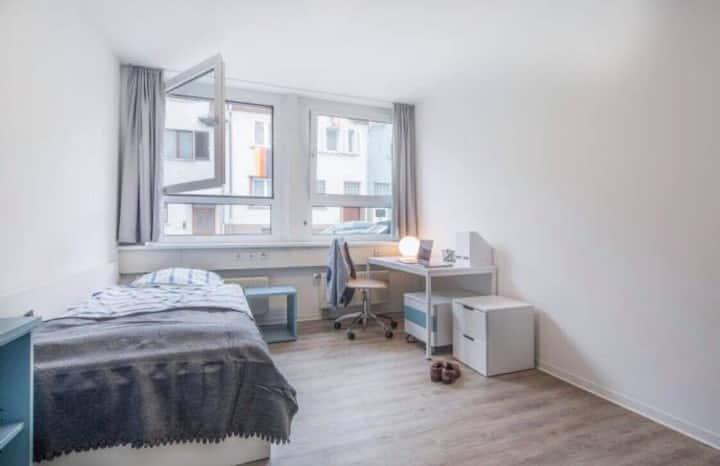 Stuttgart Bad Canstatt private room and bathroom