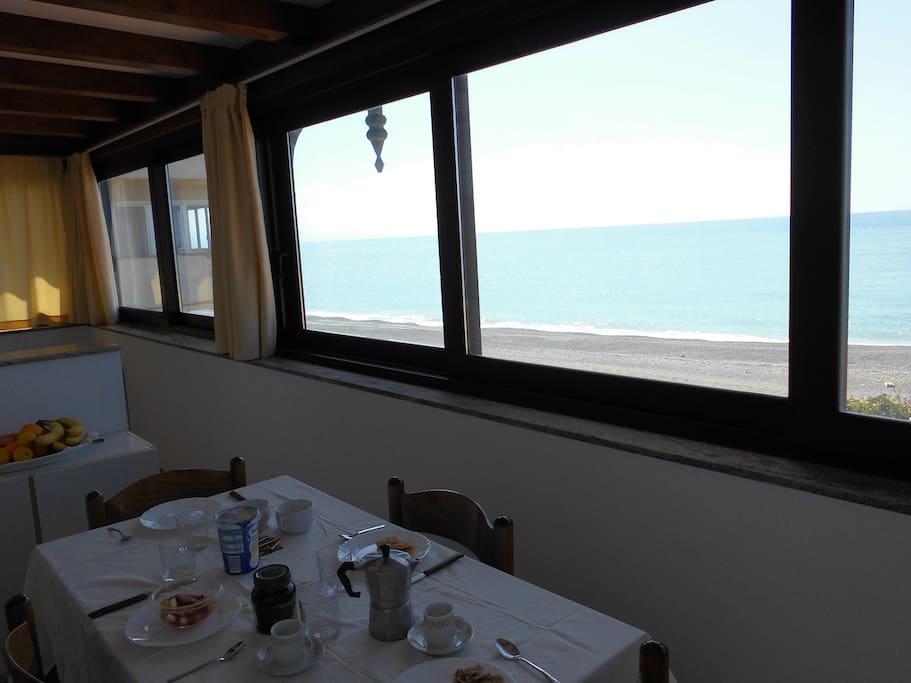 sala pranzo in balcone