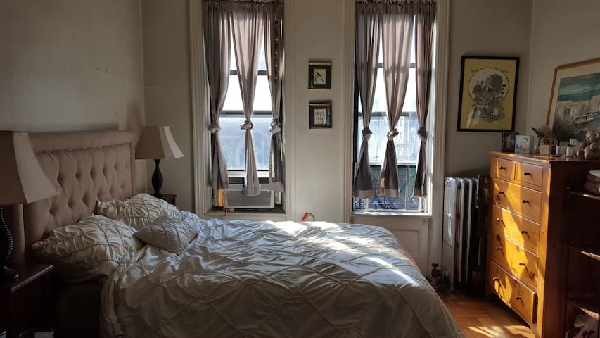 Bright UWS 2 Room Studio/Entire Apt - New York - Apartment