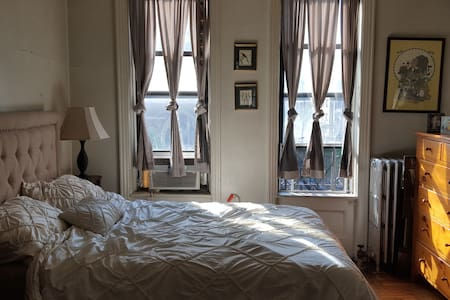 Bright UWS 2 Room Studio - New York