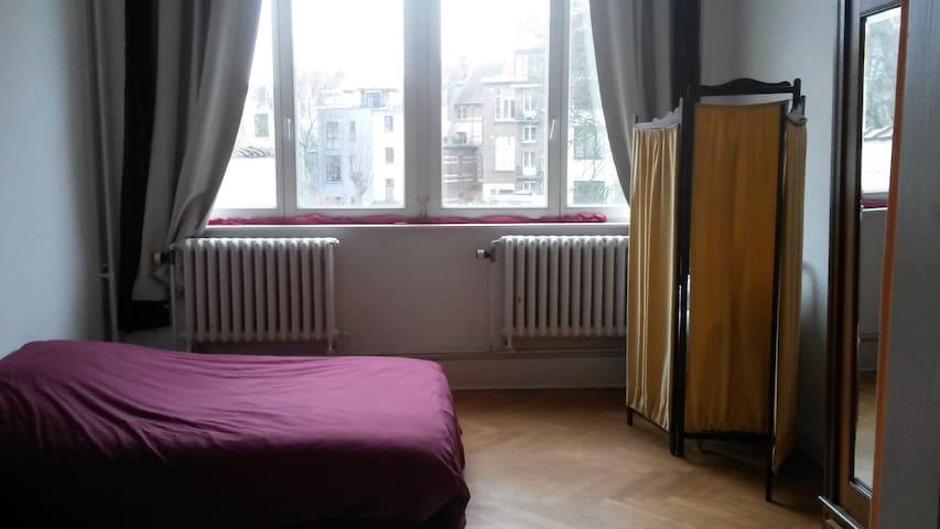 Une chambre en ville entre StGilles et Ixelles