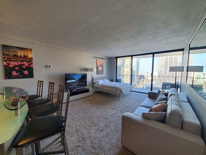 New Furniture, Views, Prime Downtown/Amenities