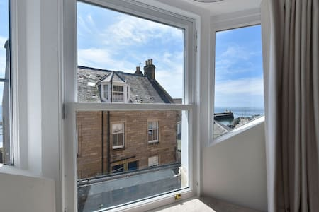 Penthouse on the Harbour, Pittenweem  - sea views, close to St Andrews. Sleeps 2 max 4  with sofabed (incurs charges)