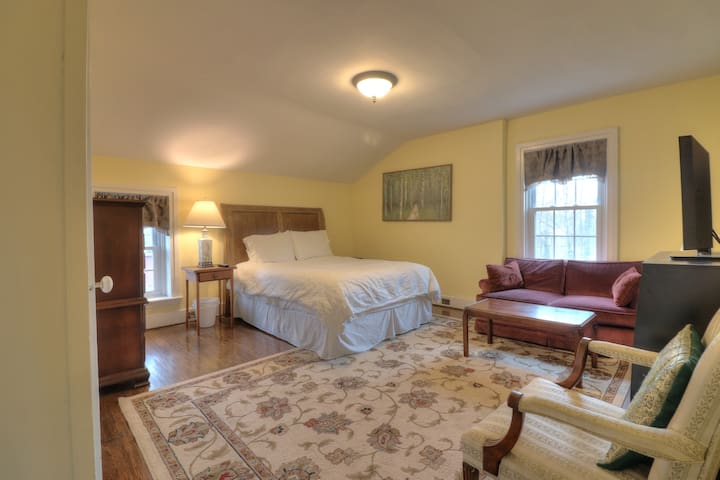 Suite 3 with Full Private Bathroom and Laundry