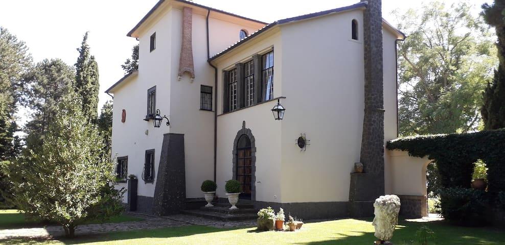 Prestigiosa Villa singola con Parco e piscina
