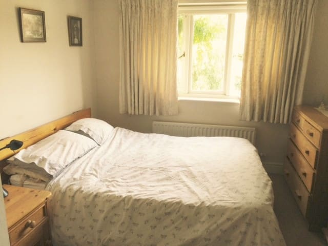Nr London and Richmond quality double/ensuite - Hampton