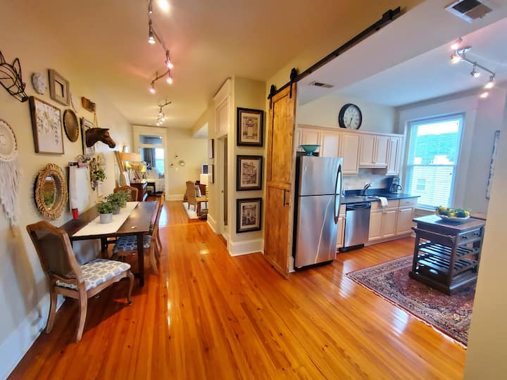 Historic Urban Downtown 2 Bedroom Loft