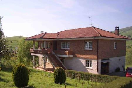 CASA CURRA-2  EN EL CENTRO DE CANTABRIA - Villafufre