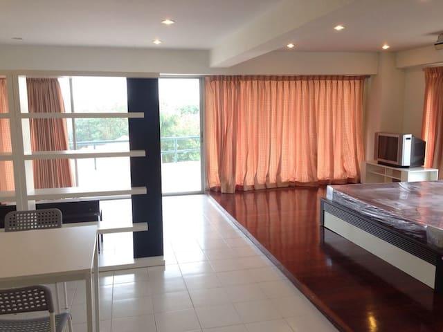 1 bedroom near Yanhee hospital and Rama VII bridge - Bangkok - Condominium