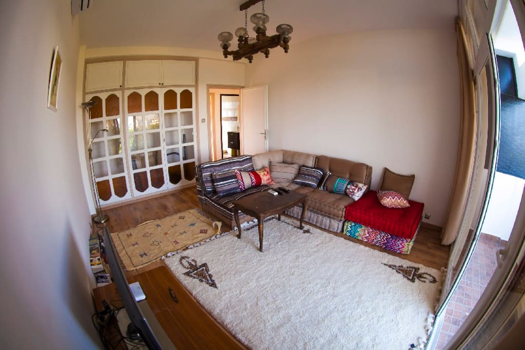 Salon avec balcon / vue sur grand jardin