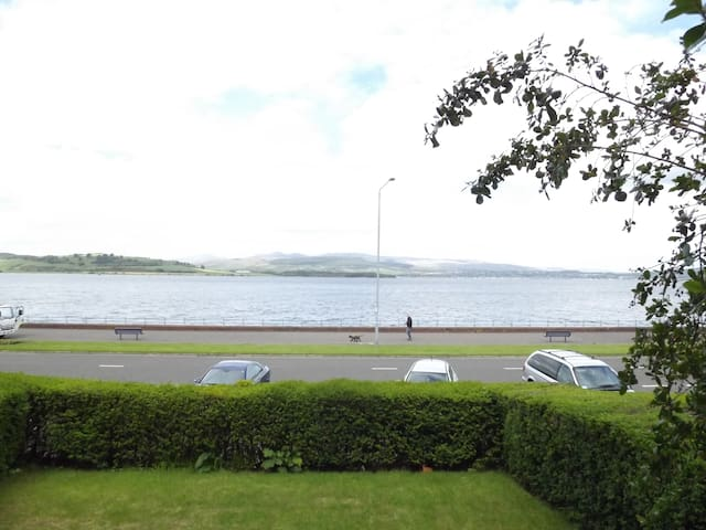 Greenock Esplanade. Sea views.