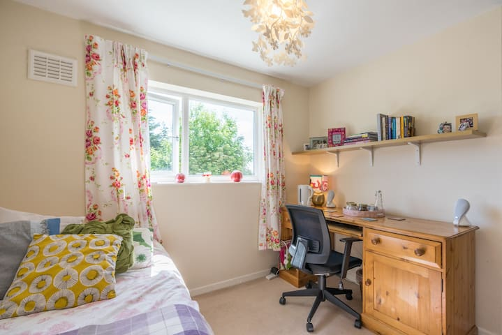 Single Room In quiet neighbourhood - Bristol