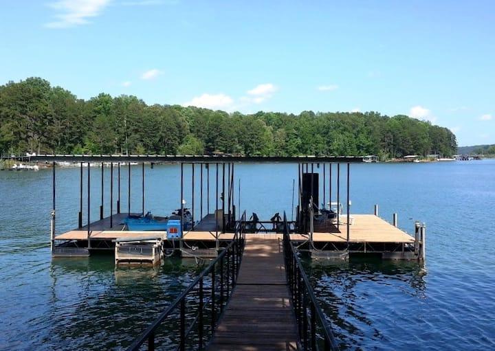 "Lake House near Clemson WiFi, 60"" HD TV, Grill"