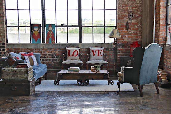 NY Style Warehouse Loft with Views - Richmond - Apartment