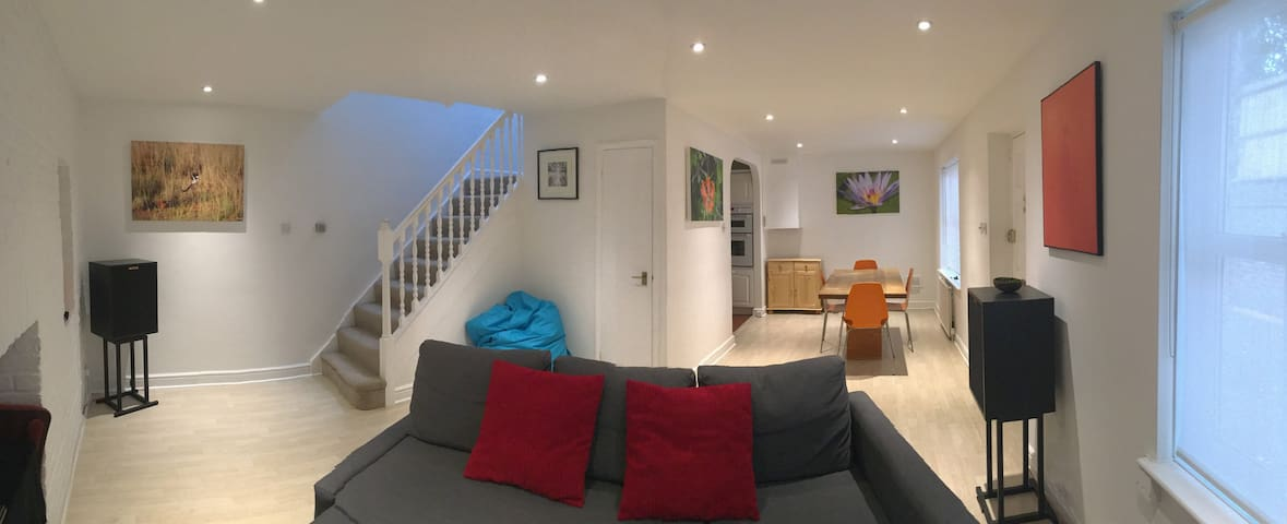 Two Bedroom Mews House Close to Central London