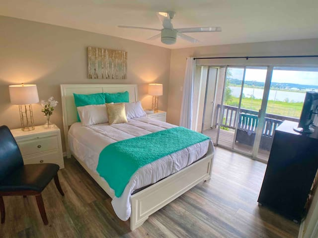 Master bedroom with en suite newly renovated bathroom and views views views!