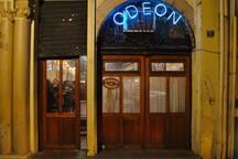 Prédio em frente ao famoso Odeon, sinônimo de música boa.