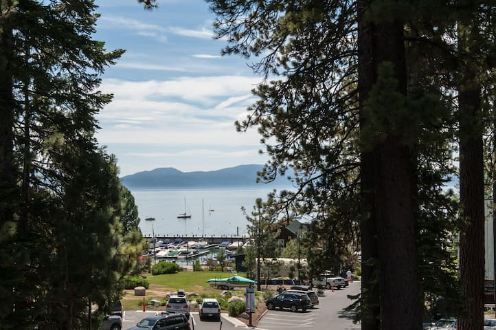 Conveniently Located Lakeview Apt - Tahoe City - Lejlighed