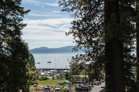Conveniently Located Lakeview Apt - Tahoe City