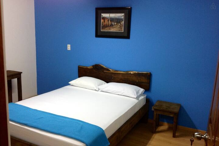 Private room with shared bathroom - San José - Bed & Breakfast
