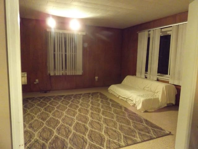 Private Room with a King Bed That Meet Your Budget