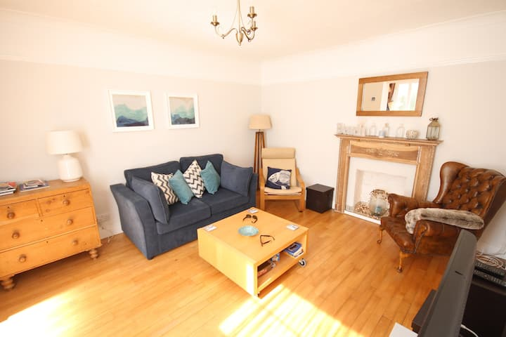Gorgeous flat 2 mins from sea with own parking