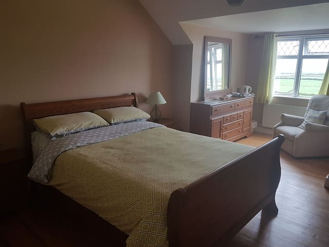 Family Bed & Breakfast En-suite Bedroom.