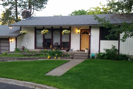 Top Rated Room in Spokane! 10 min to Downtown - House