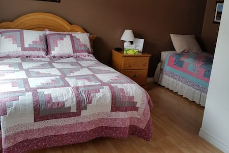 1 Double bed & 1 Twin bed