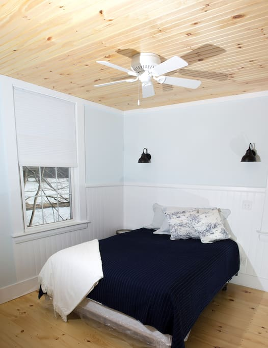 Master bedroom w/ceiling fan.