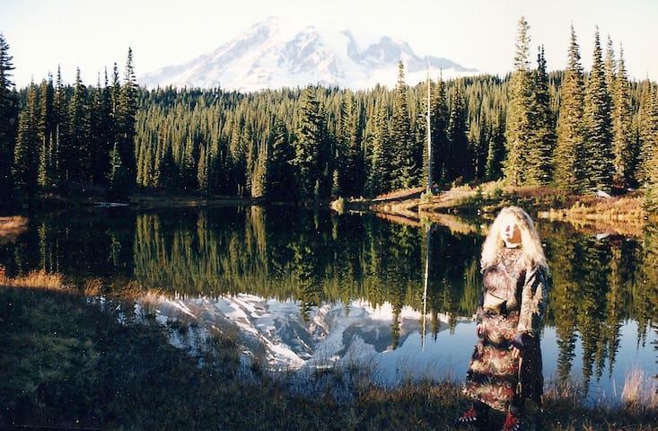 Retreat to Mt Rainier or Mt St Helens