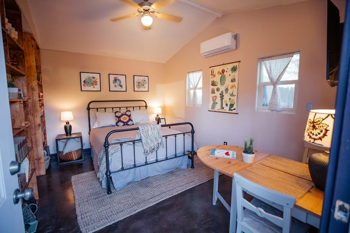 Charming Guesthouse w/ Full Kitchen & Heated Pool