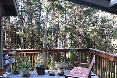 Foxglove Cottage - Peaceful Getaway - Galiano Island - Kisház