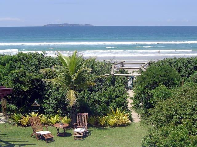 Casa frente mar Praia de Mariscal para 16 pessoas - Bombinhas - Ház