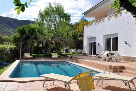 Habitación quíntuple cerca Barcelona piscina playa - Gavà - บ้าน