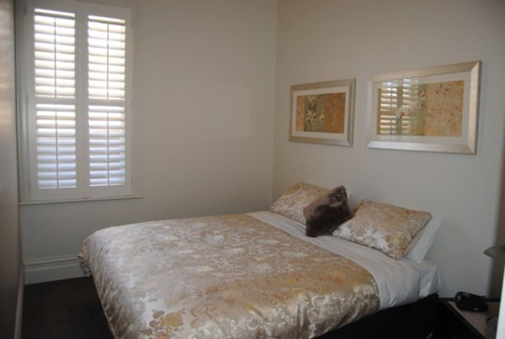 King size bed (2nd bedroom)