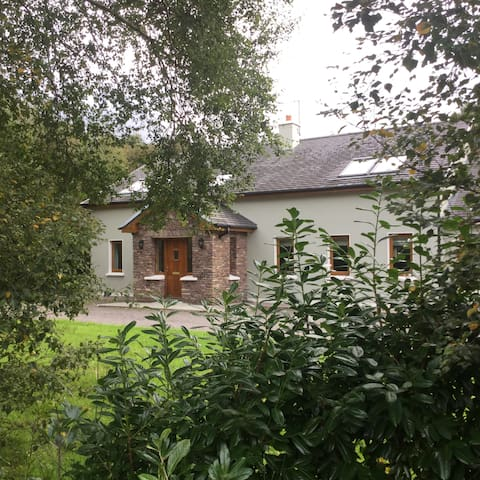 Woodbine Cottage, Coill Na Duilleoga, Caragh Lake