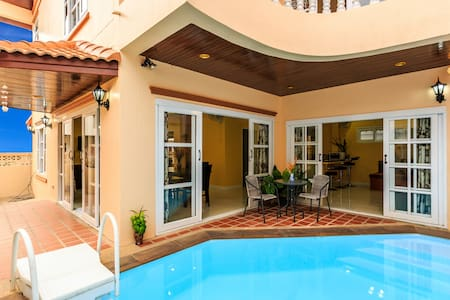 4 Bedroom House + Private Pool!
