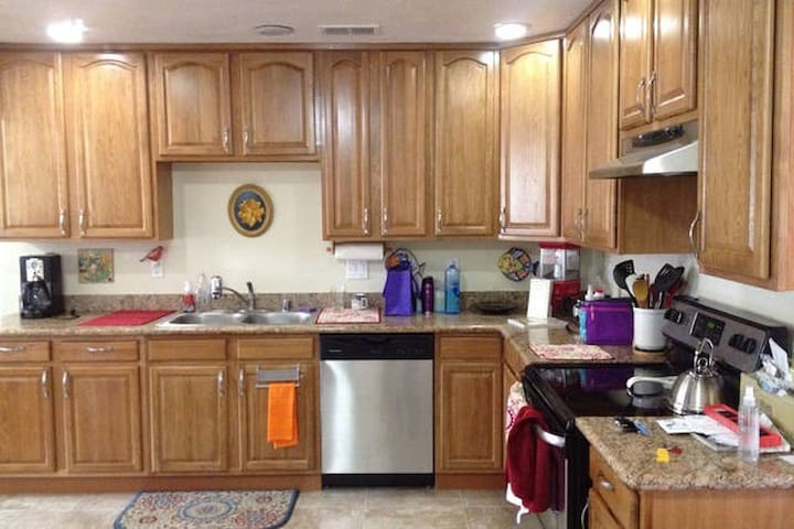 Full kitchen to use