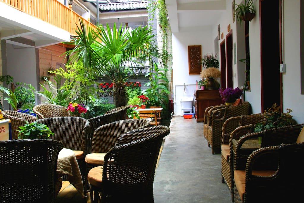 花园里的咖啡座