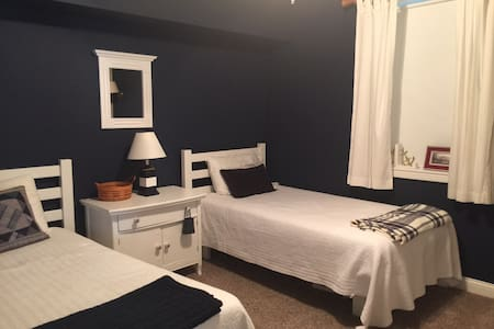 Bedroom  2 twin beds, private bath & family room - Edwardsburg