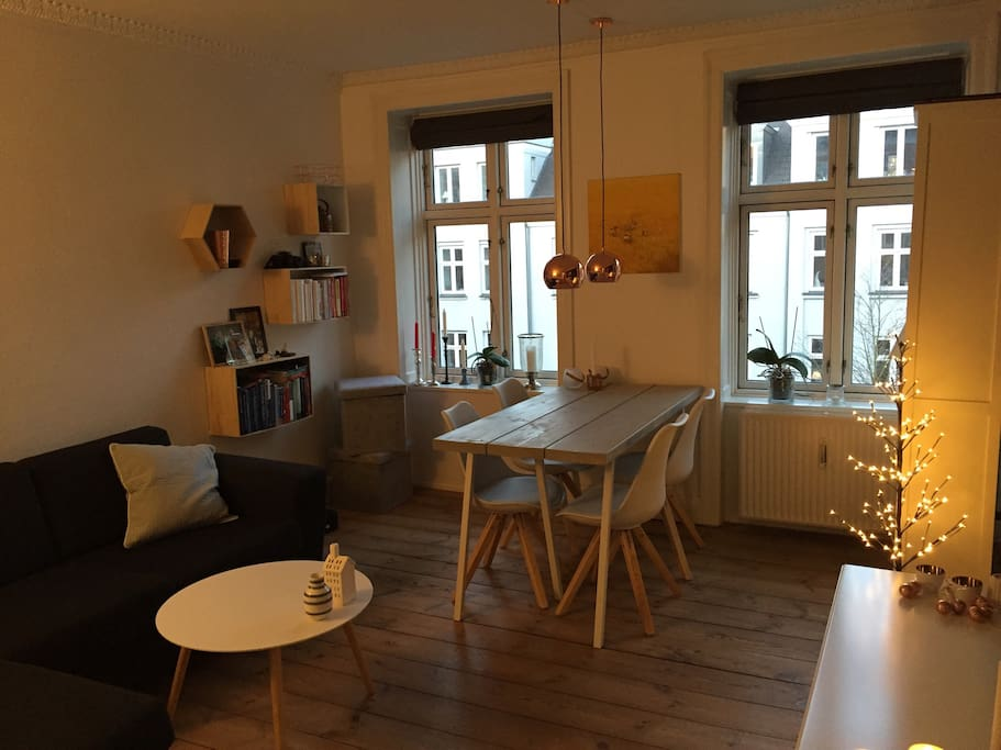 Cosy living room with eating table and chairs for 4 people