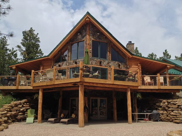 GORGEOUS LOG HOME on 40 acres - lower level - Nemo - Overig