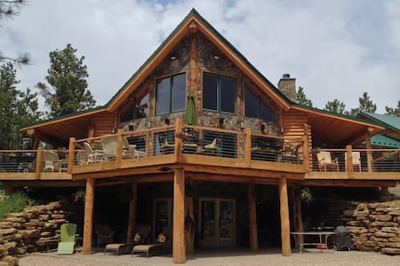 GORGEOUS LOG HOME on 40 acres - Maison